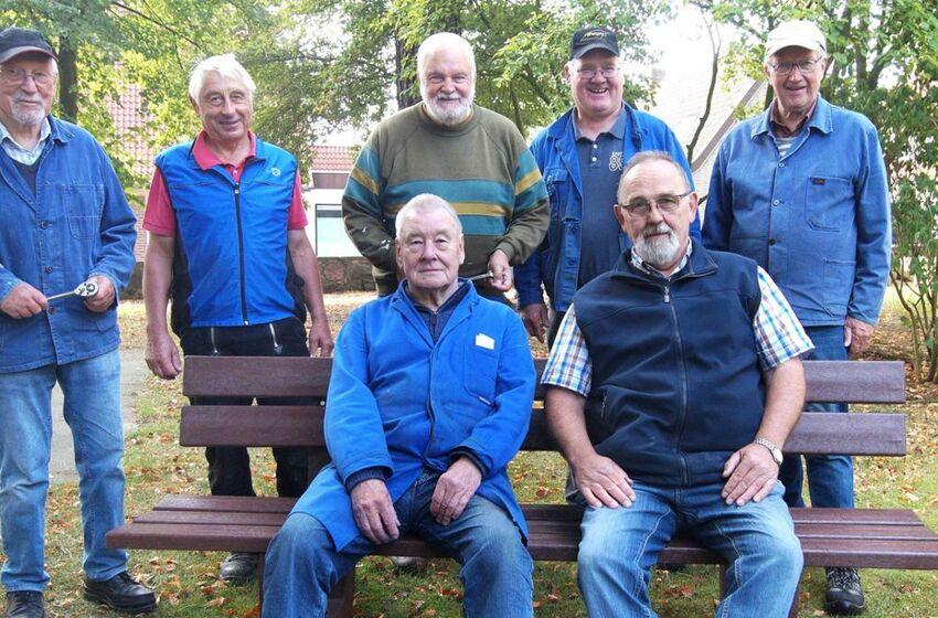 19-09.09.19KREISZEITUNG Baugruppe Bänke