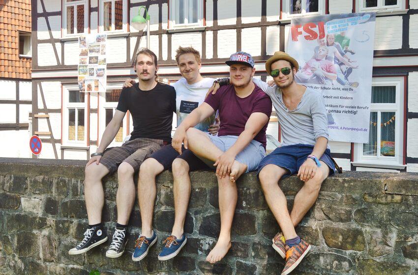 Christoph, Daniel, Marius und Lars machen beim evangelischen Jugenddienst wichtige berufliche wie persönliche Erfahrungen
