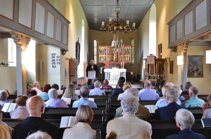 Normalerweise predigt Pastor René Lammer in schlichterer Umgebung