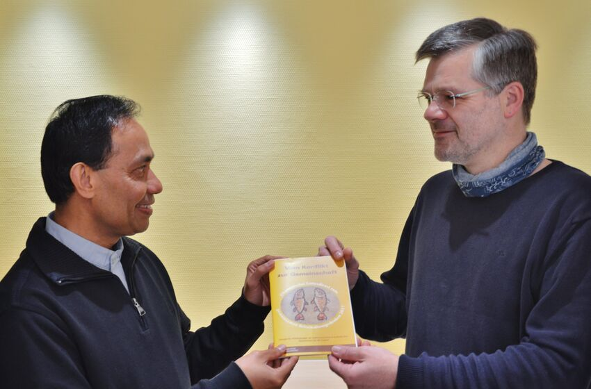 Pater Alex George und Pastor Harald Möhle
