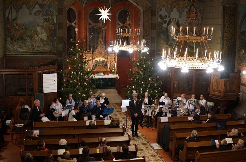 Stimunsvoll beleuchtete Kirche