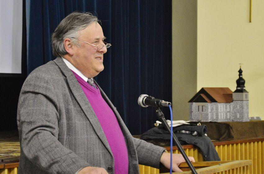 Superintendent Keil äußerte sich zu Taufen von Flüchtlingen und zu Karl Marx