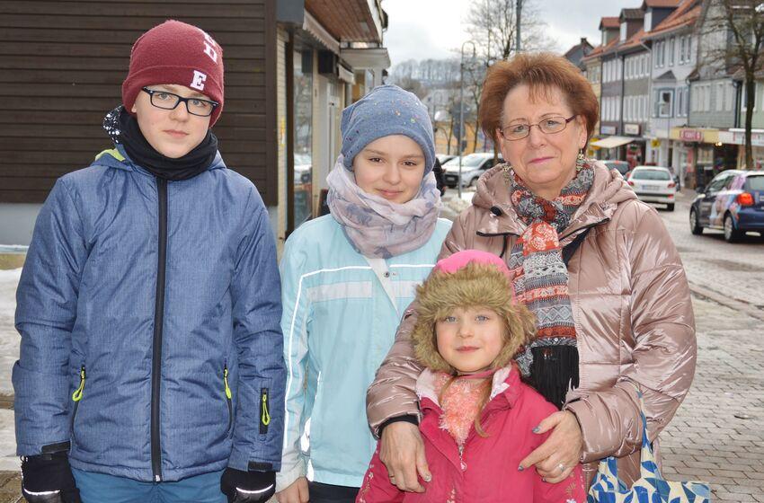 Ingrid Scherger und ihre Enkelkinder