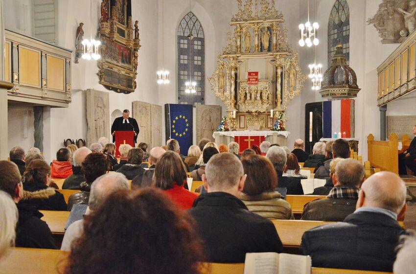 Die Andacht in Osterode mag nur ein kleines Zeichen sein, doch vielen tat die gemeinsame Trauer gut