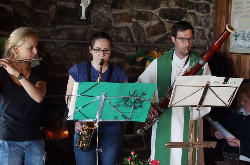 Der Gottesdienst wurde sogar musikalisch begleitet