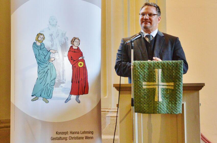 Pastor André Dittmann eröffnete die Ausstellung