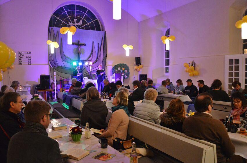 So sah es bei der letzten Party im März in der Kirche in Steina aus... diesmal kommt auch noch Eis hinzu