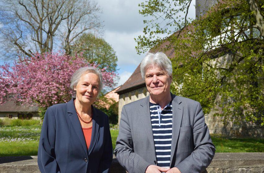 Uta Herrmann und Pastor René Lammer laden zum gemeinsamen Gottesdienst ein