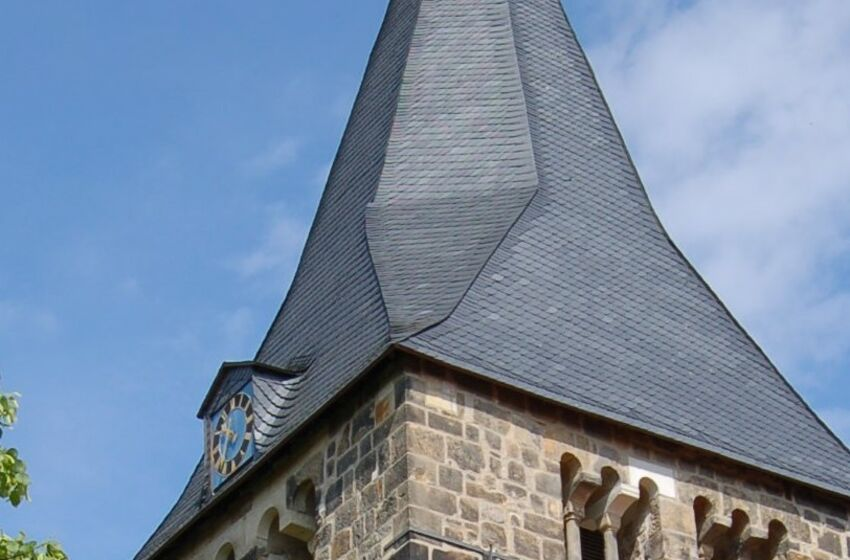 Kirchturm Johanneskirche Völksen; Foto: R.Surendorff