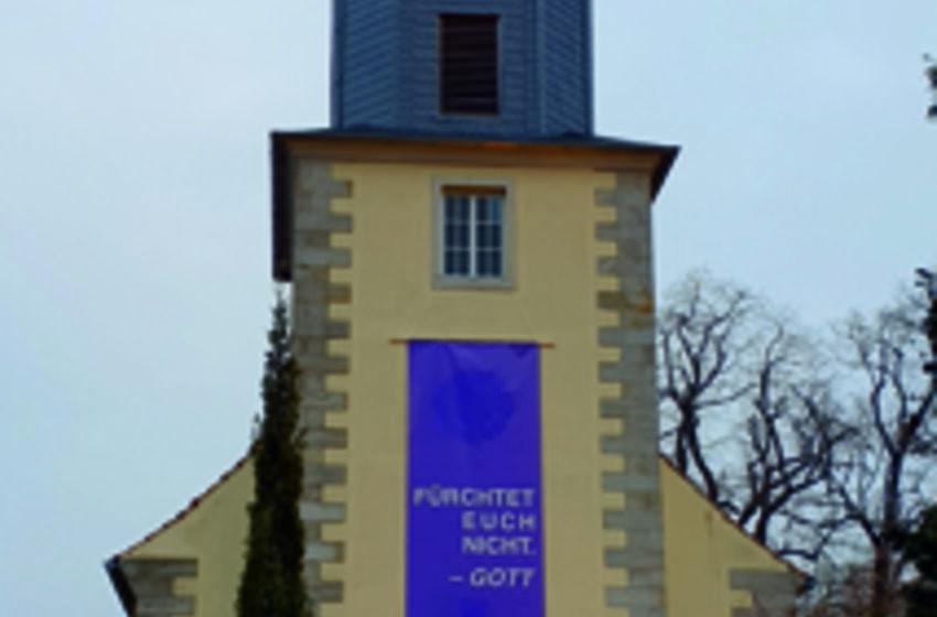 Turm mit Banner-Corona