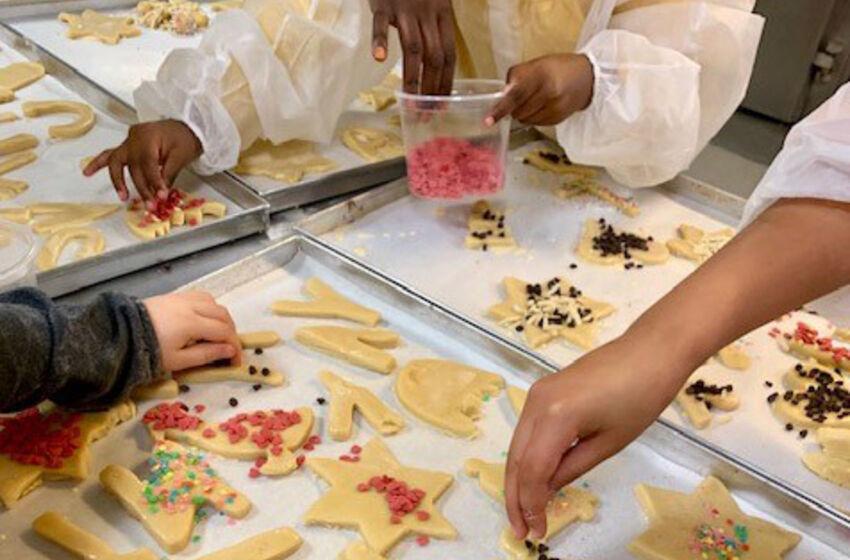 Weihnachtsbäckerei mit geflüchteten Menschen im Ev.-luth. Kirchenkreis Wolfsburg-Wittingen