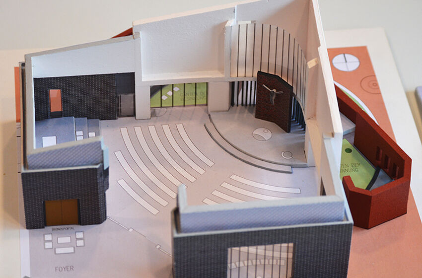Das Modell vermittelt einen Eindruck vom Neubau der Willehadi-Kirche Auf der Horst.