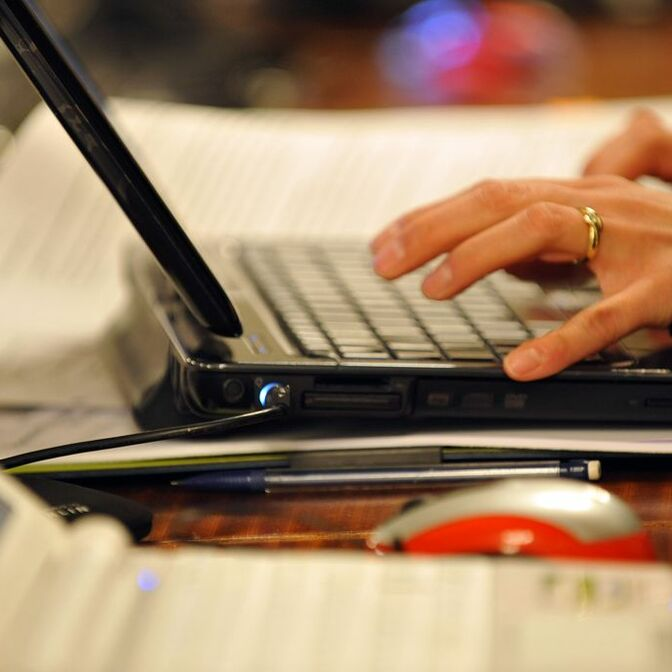 hand-laptop-netbook