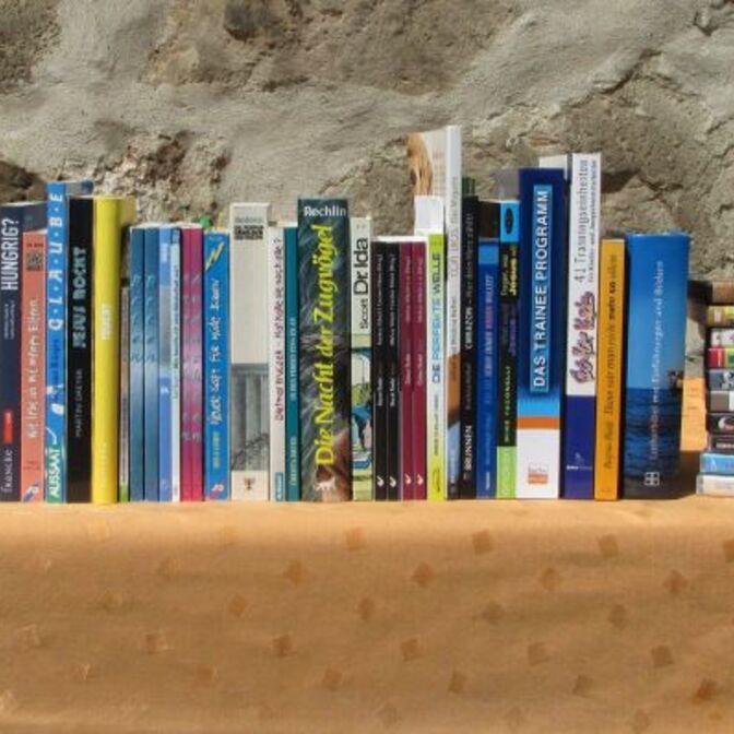 Bücher-Jugendliche-neu022016