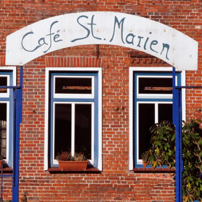 Schild mit Aufschrift Café St. Marien