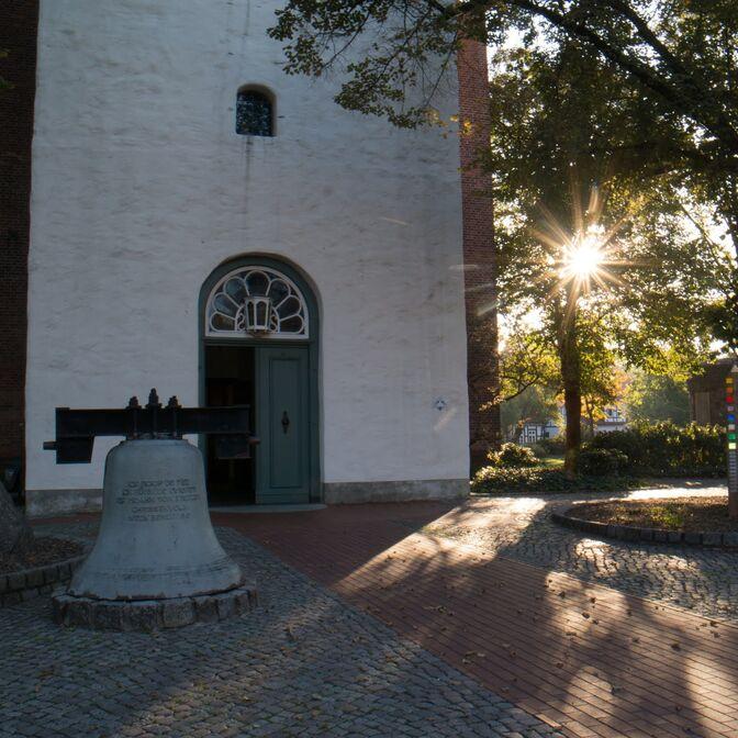 Stadtkirche mit Sonnenaufgang