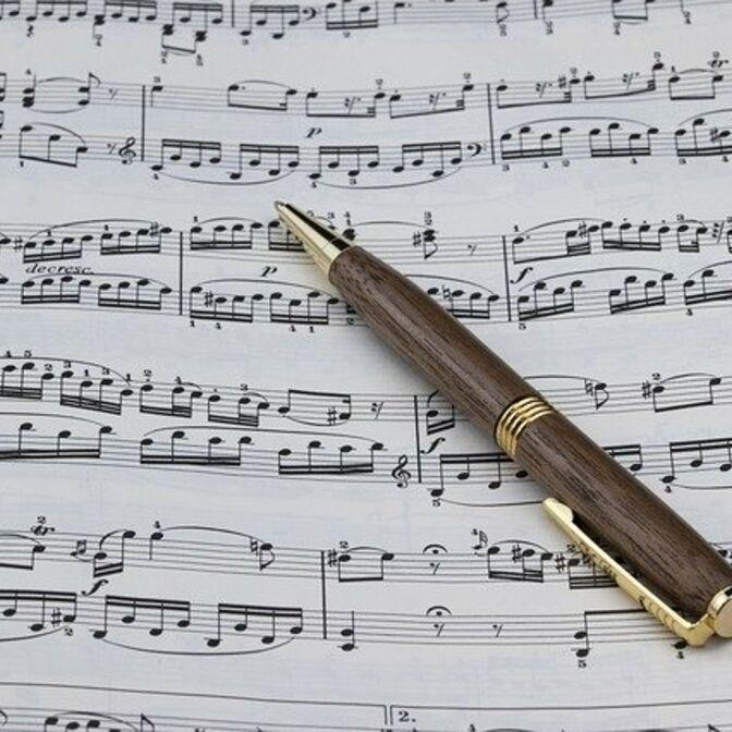 Stift auf Noten