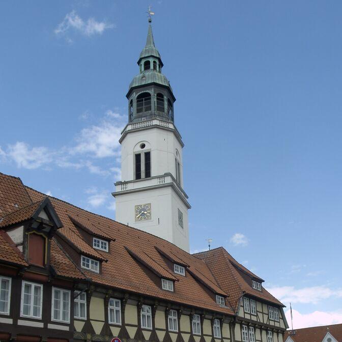 Kirchturm-quadratisches Foto
