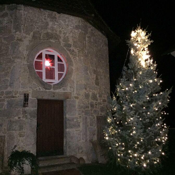 2020 Weihnachtsbaum Bledeln hinder der Kirche (A. Austen)